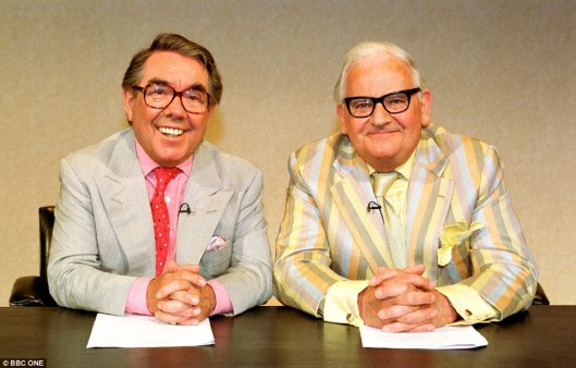 0F29BB3700000578-0-Ronnie_Corbett_left_and_Ronnie_Barker_were_reunited_for_one_nigh-a-8_1459422413258